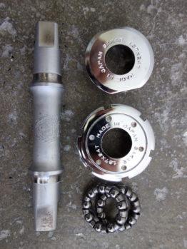 Sakae R68 bottom bracket for triple chainsets