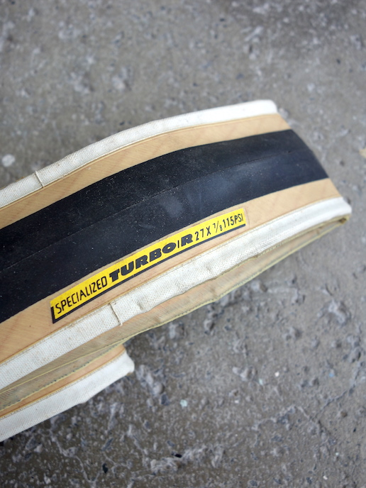 "Specialized Turbo R 27 x 7/8"" skinwall road tyre"