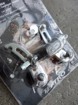Tektro 866A cantilever brakes in silver